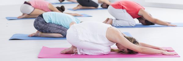 Fotolia 119535012 XS Yoga Gruppe 1