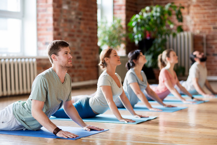 Fotolia 163266922 XS Yoga Gruppe 2