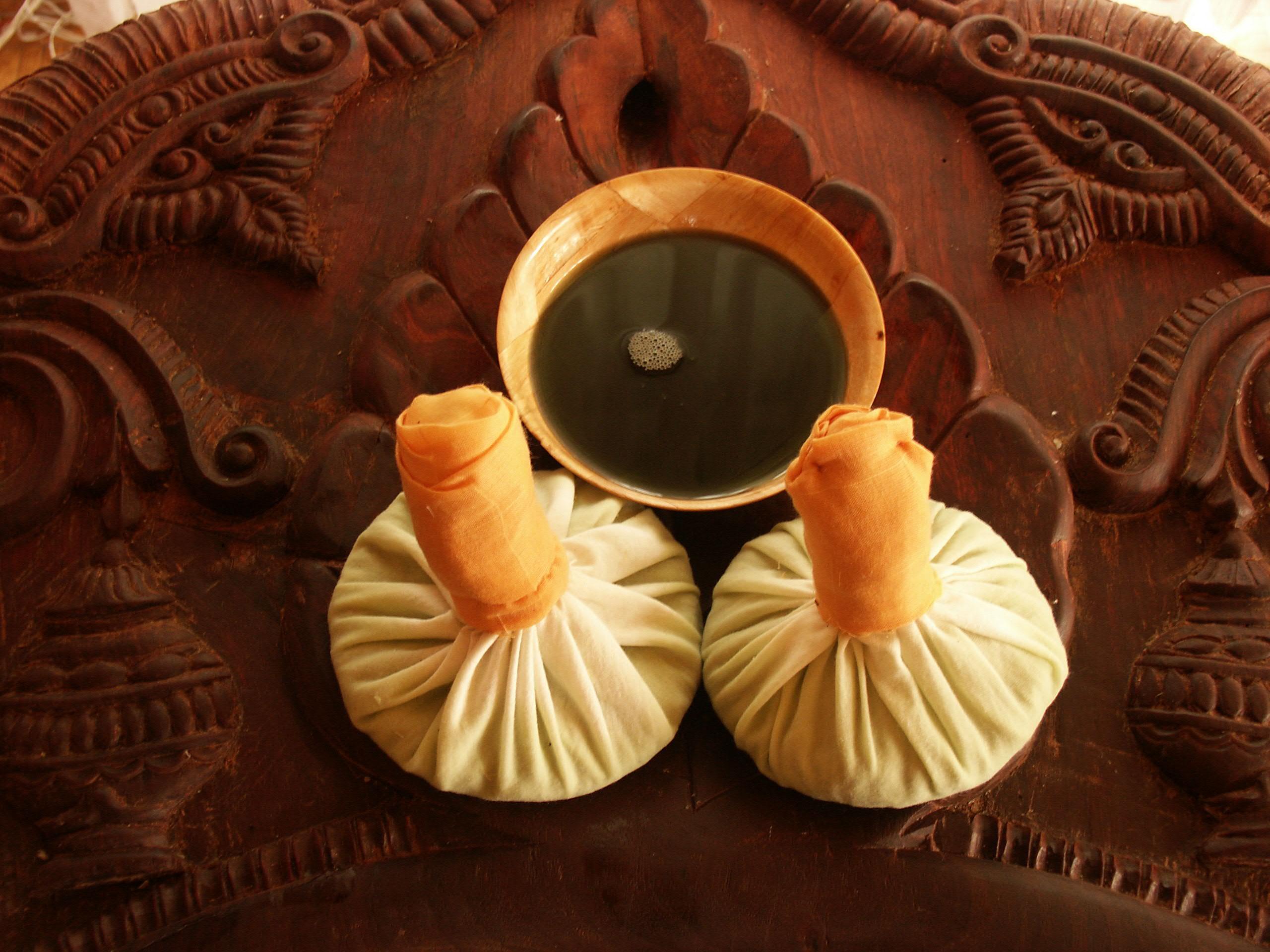 Kräuterbeutel-Massage - Ayurveda
