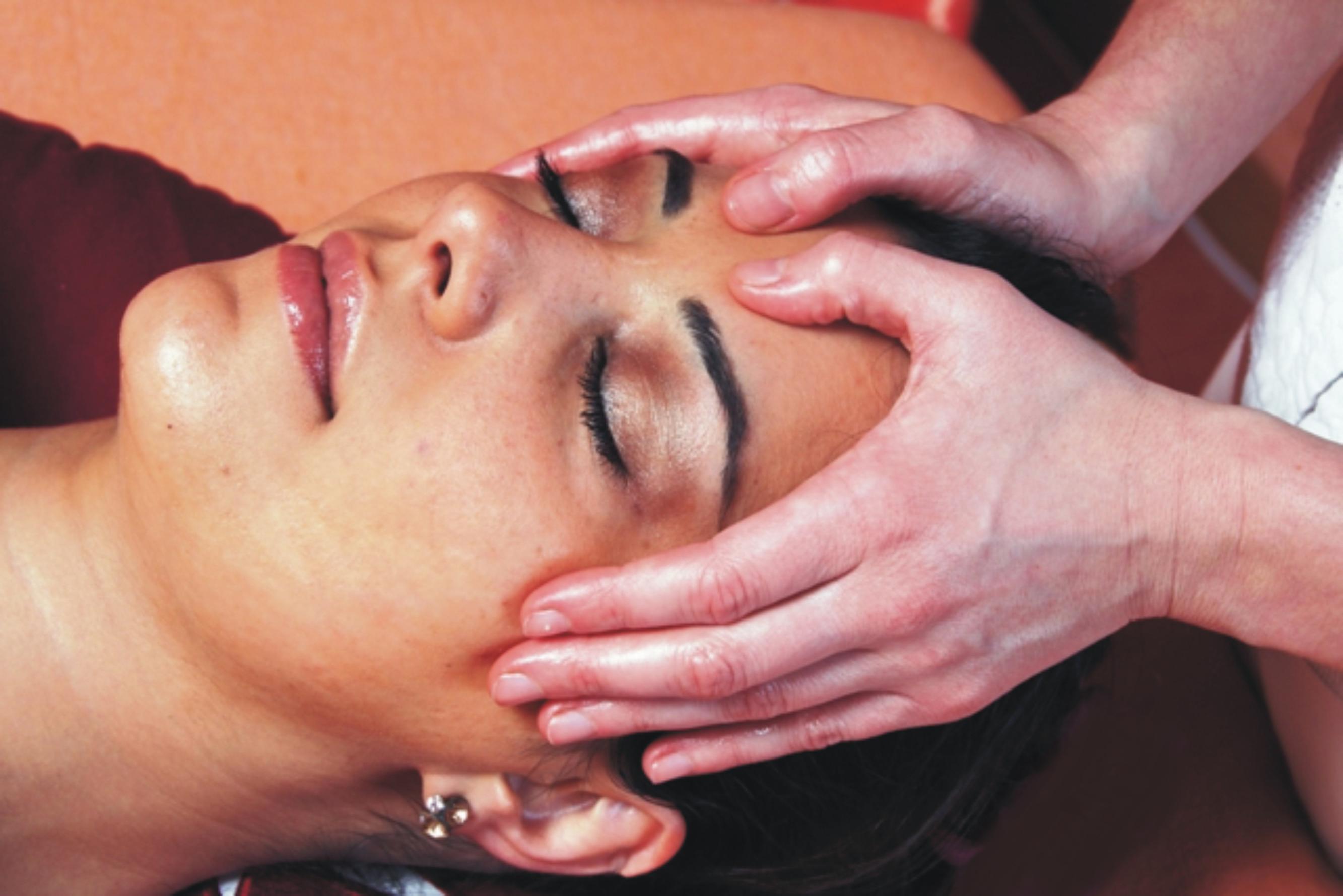 Gesichtsmassage Frau